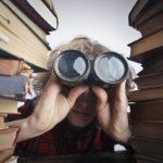 Literatura buscando entre libros